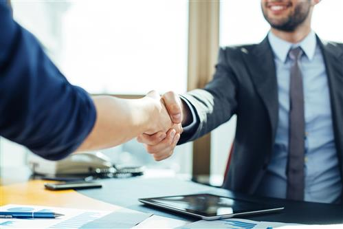 close-up-of-business-handshake-in-the-office